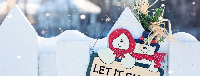 decorating your fence for the holidays