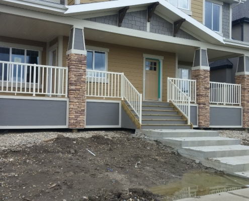 Cream Wide Picket Railing 4